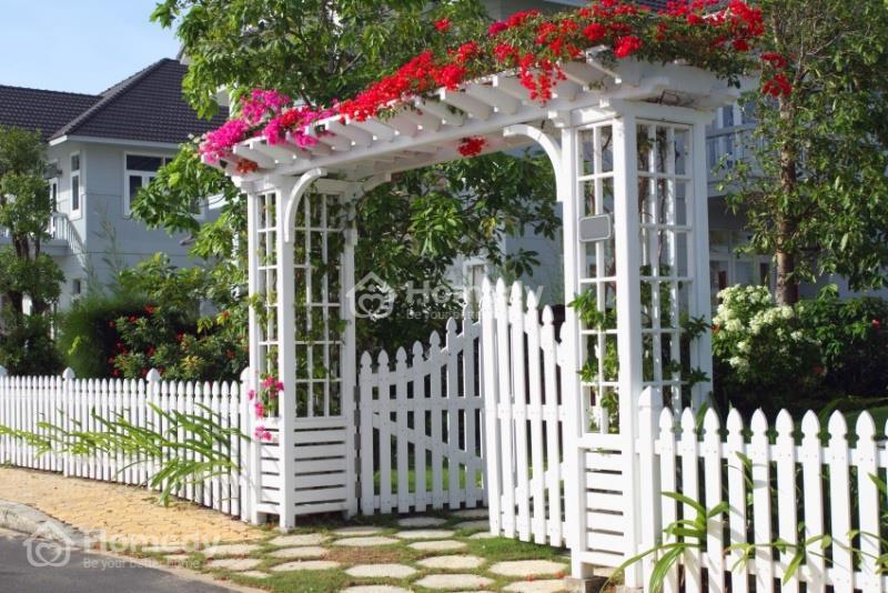 Theo phong thủy cổng nhà, cổng nhà màu trắng rất hợp với gia chủ mệnh Kim