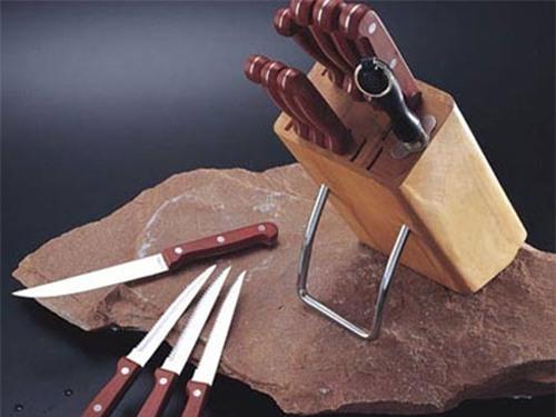 Không nên vứt dao kéo tùy tiện